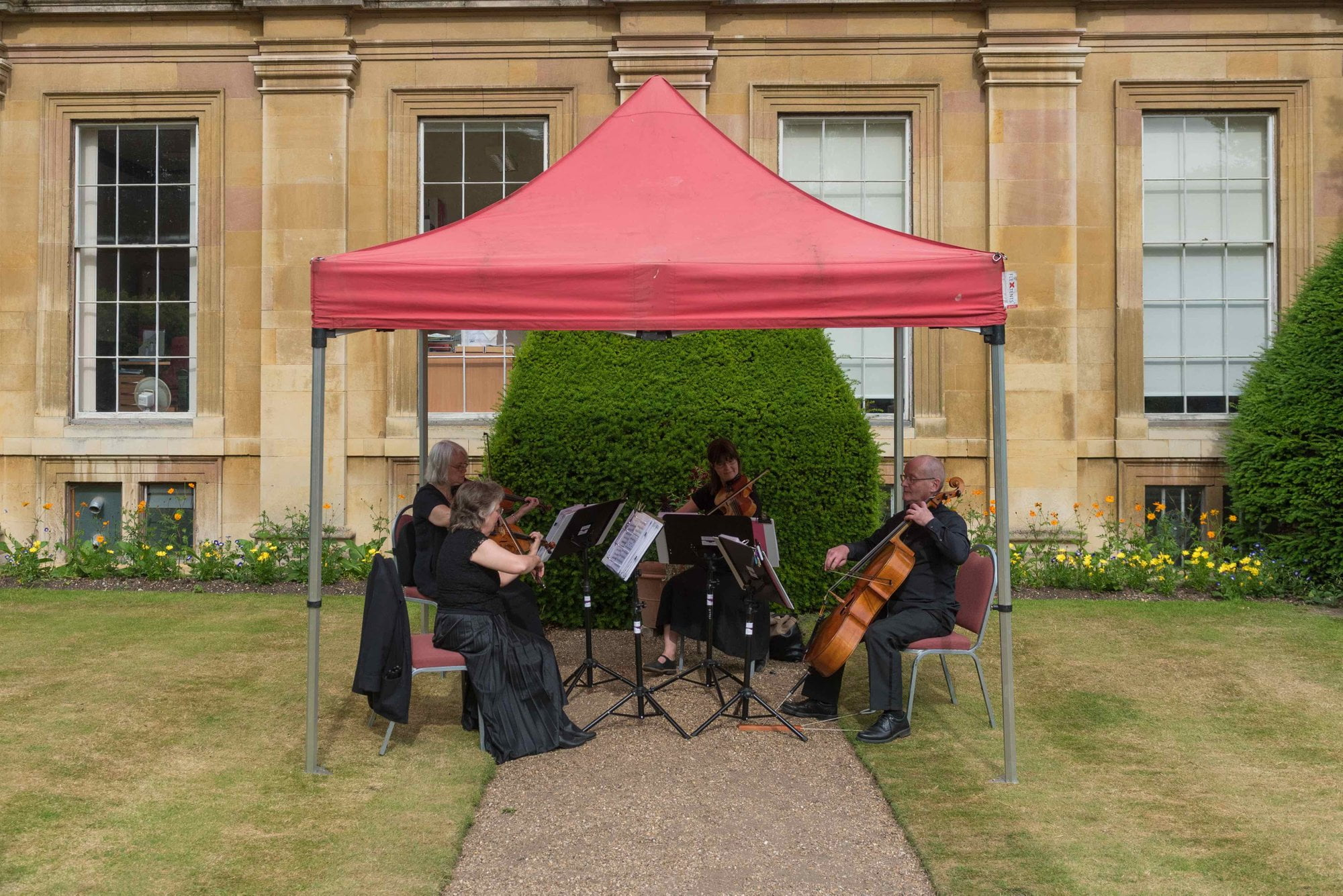 Can a string quartet play outdoors?