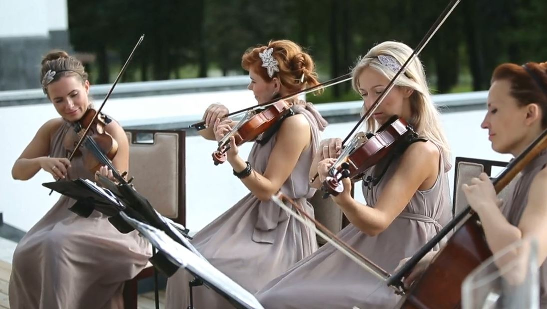 What kind of events do string quartets play for?