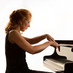 Female Pianist | ChurchMusic.ie